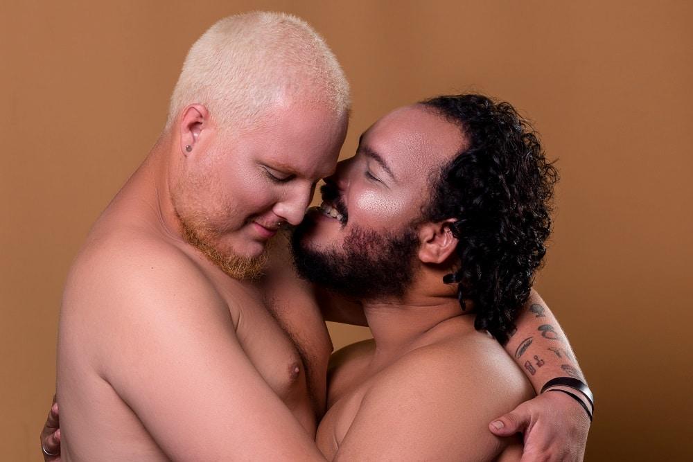Pareja gay cubana